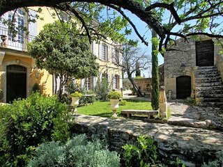 Provencal Villa with Private Garden and Pool in Luberon - Le Marocain, Cabrieres-d'Avignon