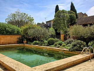 Provencal Villa with Private Garden and Pool in Luberon - Le Marocain