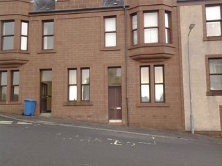 Larger style flat. Sleep 4 adults ,2 children ., Millport