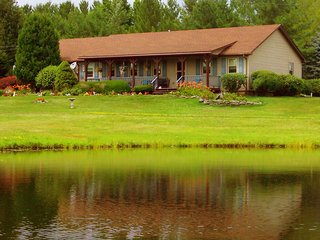 Perfect Country Retreat in Casual Elegance. Make Memories with Family & Friends, South Gibson