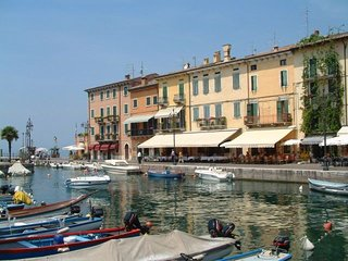 Lake Garda Apartment - Large pool & gardens and Lake View in a great location