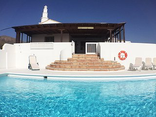 Villa Isabella mit Pool, Meerblick, Wifi, Sat-TV in Macher, Lanzarote