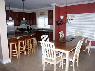 South Beach Home, 4 BR/2.5 BA, 5 blocks to beach, South Haven