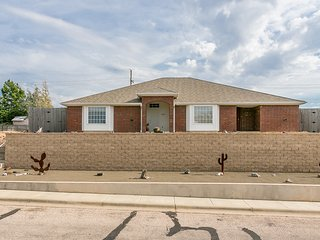 3 Bed 2 Bath 2 Car Garage and Fully Furnished - Amarillo TX