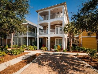 Steps from the Beach! FREE Parasailing! Pet Friendly!