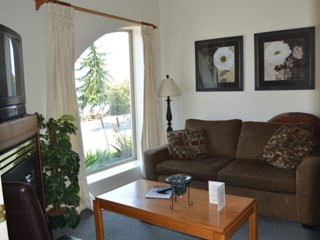 Secluded Beachfront 2 Bedroom Suites clams/oysters fish and kayak from shore, Qualicum Beach