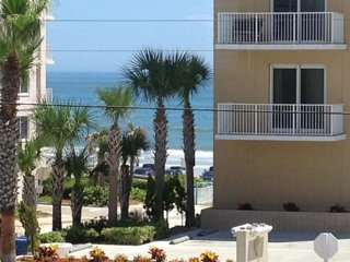 Sunny Daytona Beach OPEN fall 9/9-12/19 $575wk  nice clean, comfy, friendly bldg
