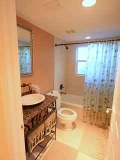 Full bath for guest bedroom 2.  Located in hall for visitors.