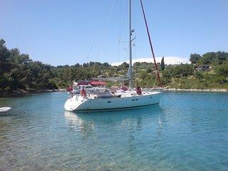 Ĺa GUADE LOUPE en voilier de 13m ă quai, Pointe-à-Pitre