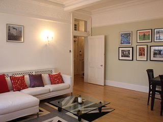NEW LISTING - Spacious and elegant Victorian 2 bedroom flat