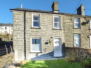 8 Tanrallt Terrace, superb views, WiFi, pet-friendly, bike storage, in Blaenau Ffestiniog, Ref 933230