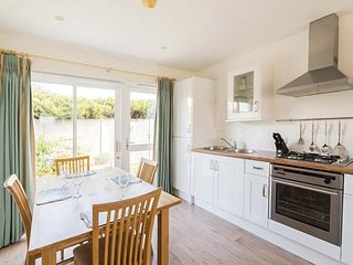 TWO BEDROOM COTTAGE AT THE WEST BAY CLUB & SPA, superb on-site facilities, in Yarmouth, Ref 943762
