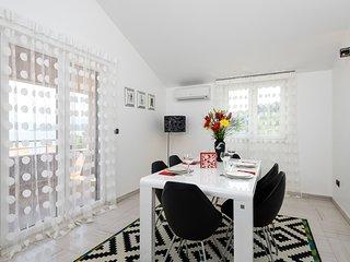 LUX 3BEDROOM apartment with pool, Slatine