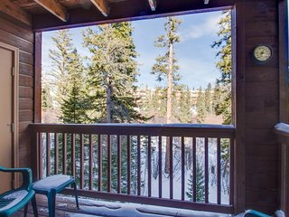 Immaculate, updated mountain condo w/ shared pool, hot tub & sauna - great views