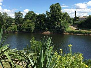 Maison avec piscine vue sur la riviere dordogne