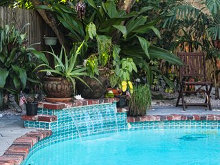 Gull Reef Historic Hideaway 4 BR Pool Sleeps 12, Saint Pete Beach