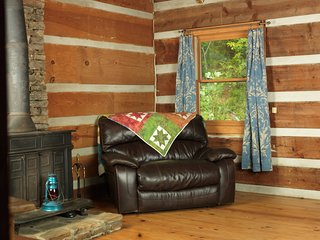 Rustic, Real Log Cabin Mountain Getaway, Suches