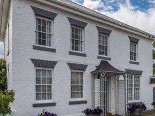 Historic Highfield House, Kempton