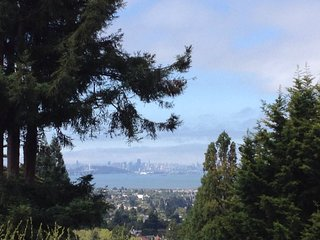 Private, Rustic 2Bd with Bay Views & Decks, Berkeley