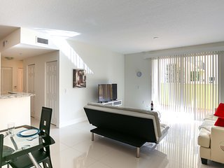Miami - CoralGables 1bedroom Furnished Suite - Walk to Merrick Park, Coral Gables