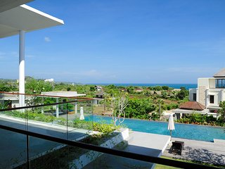 Stunning Modern 4 BR Villa, 300 meters from the white sand beach of Balangan!