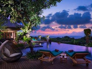 Clifftop Ocean View 7 BR Villa, Nusa Dua, Kuta