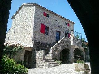 La FENIERE , gîte 6pers , Ardèche du sud , piscine chauffée