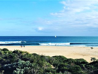 Coastal Life Beach House - a surfer's dream!, Mandurah