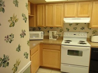 7520 Ridgewood Ave Unit #108 :: Cape Canaveral Vacation Rental