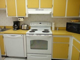 7520 Ridgewood Ave Unit #205 :: Cape Canaveral Vacation Rental