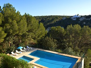 Beautiful and cozy holiday house with shared pool located in Cala Galdana