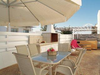 DPS Villa Luigi-Two Bed Villa-Jacuzzi-BBQ-WiFi-Walking distance to beach