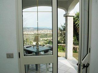 Budoni, in Residence panoramico, caposchiera a 2 Km dal mare, 6 posti letto