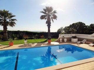 4 bedroom villa in walking distance of Carvoeiro with uninterupted sea views