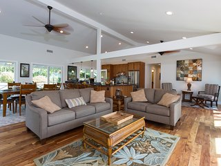 Remodeled Home w/Golf Course Views, A/C, & Near the Beach. He'eia Beach Bungalow