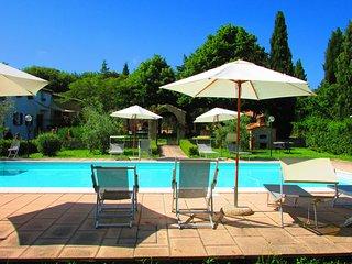 Comodo Appartamento in Agriturismo con piscina a due passi dal centro storico