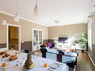 Stunning 5 Bed 2 Bath in the heart of Barcelona - Eixample. Walk to Las Ramblas!