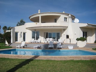 4 Bedroom villa with fabulous sea views just steps from Carvalho beach