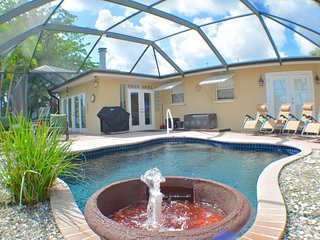 Villa Beach Retreat - Yacht Club Retreat, walking distance to beach