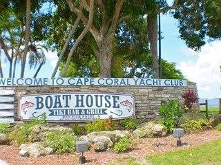 Villa Beach Retreat - Yacht Club Retreat, walking distance to beach