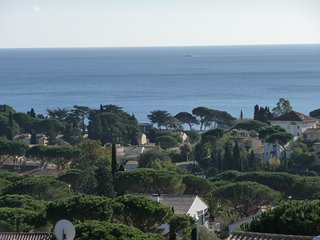 Golfe de St Tropez - Private Apartment 50m2+ Sea Views + Private Pool + Sleeps 6, Les Issambres