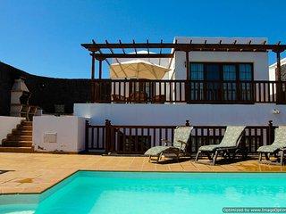 Fantastic Villa in Playa Blanca with Hot Tub, PlayPark, Air Con&Wifi   LVC261708