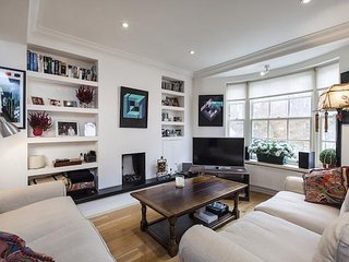 Luxury 4 Bed House in South Kensington Sleeps 8 people