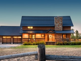 Dreamcatcher Ranch 6 BR sleeps 12!