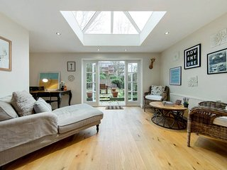 Beautiful 2 Bed 2 Bath w/ Large Garden, Londres