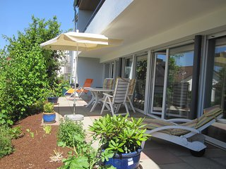 Haus Alexander -Fewo Gartenterrasse- Große Ferienwohnung mit Terrasse und Garten