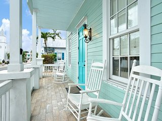 Luxury 2 Bedroom with Full Kitchen - Sleeps 5 - Walk to the Beach & Nightlife, Key West