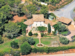 Large villa for Golfing holidays in Languedoc France with pool sleeps 12, Montblanc