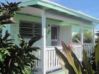 Breezy island cottage with all the amenities, Spanish Wells