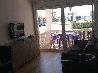 Appartement rez-de-chaussée en face de la mer avec balcon